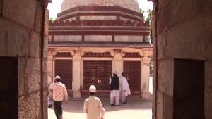 Qutb Minar Delhi - India.mp4.0011