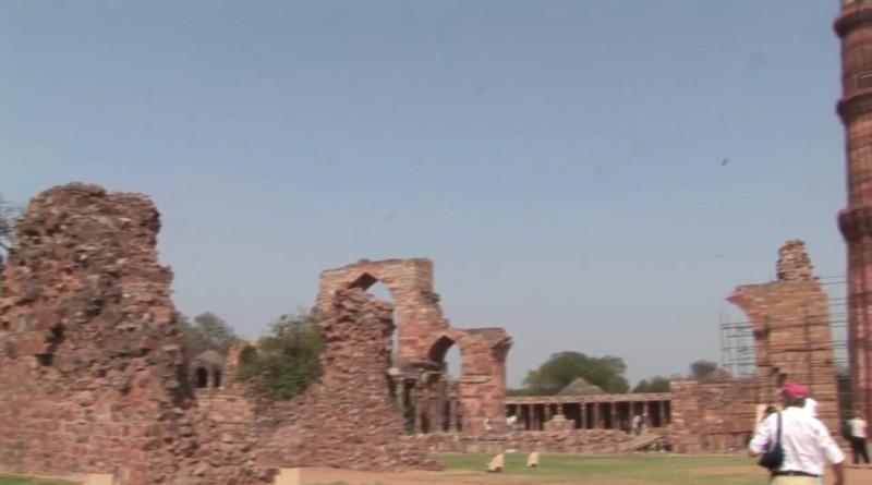 Qutb Minar Delhi - India.mp4.0014