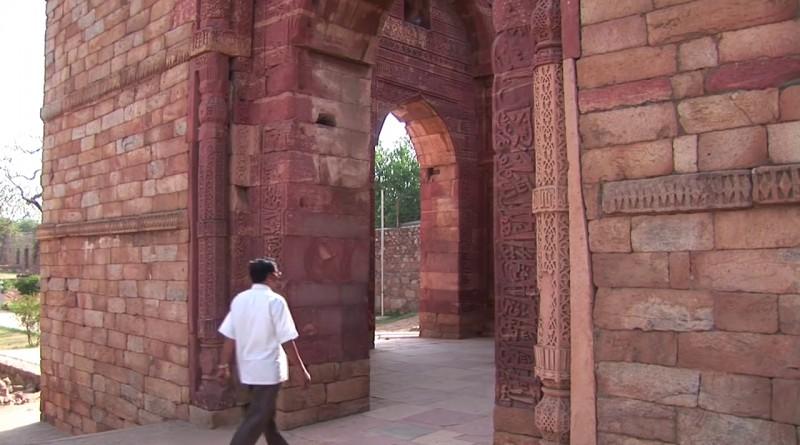 Qutb Minar Delhi - India.mp4.0019